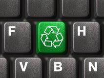Teclado de ordenador con el reciclaje de símbolo Fotos de archivo