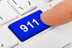 Teclado de ordenador con la llave 911 Imágenes de archivo libres de regalías