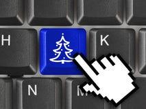 Teclado de ordenador con llave del árbol de navidad Imagenes de archivo