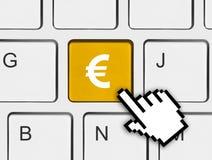 Teclado de ordenador con llave del dinero Imagen de archivo