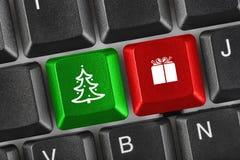 Teclado de ordenador con llaves de la Navidad Imagen de archivo libre de regalías