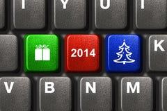 Teclado de ordenador con llaves de la Navidad Foto de archivo