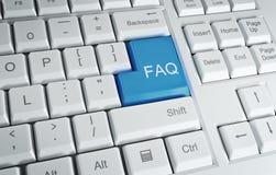 Teclado de ordenador con un texto del FAQ imagenes de archivo