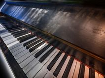 Teclado de piano antigo Fotografia de Stock Royalty Free