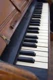 Teclado de piano antiguo Imágenes de archivo libres de regalías