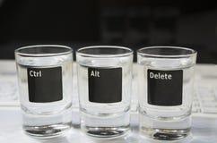 """Teclado del ordenador o del ordenador portátil con el """"Ctr, Alt,  de Delete†que se representa sobre los tres vidrios Imagen de archivo libre de regalías"""