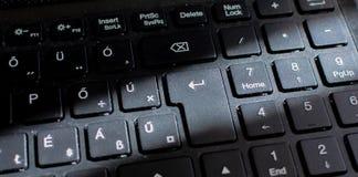 Teclado del ordenador portátil, teclado negro Cierre del teclado para arriba con Sun Ray imagen de archivo libre de regalías