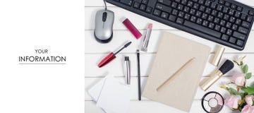 Teclado del ratón de los cosméticos de la pluma de la libreta del modelo de flores del ordenador Imagen de archivo