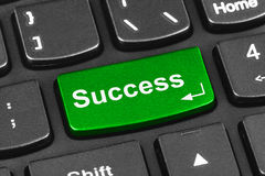 Teclado do caderno do computador com chave do sucesso Foto de Stock Royalty Free