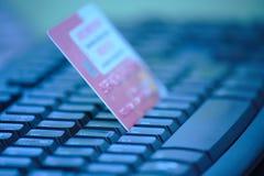 Teclado e cartão de crédito imagem de stock
