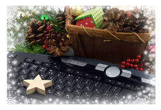 Teclado e ouropel da Natal-árvore Natal Ano novo Fim-u Fotografia de Stock