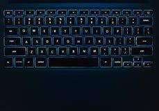 Teclado ligero azul en la noche Imagenes de archivo