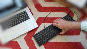 Teclado mágico novo com unboxing cinzento do espaço do teclado numérico video estoque