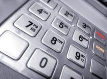 Teclado numérico metálico da entrada em uma máquina de caixa automatizado fotografia de stock royalty free