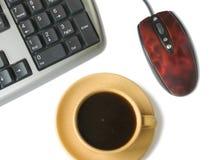 Teclado, ratón, taza de café Fotografía de archivo