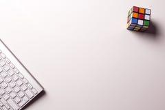 Teclado Rubik& x27; cubo de s imágenes de archivo libres de regalías