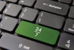 teclado siempre abierto del negocio de Internet de 24/7 hora Imagenes de archivo