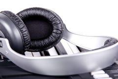 Teclado y auriculares de Digitaces Midi Imágenes de archivo libres de regalías