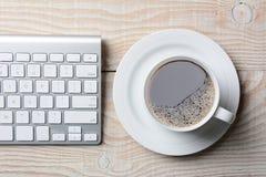 Teclado y café Imágenes de archivo libres de regalías
