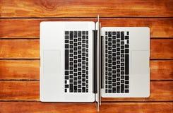 Teclados de dos ordenadores portátiles imágenes de archivo libres de regalías