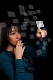 Teclas digitais da pressão de mão da mulher Fotografia de Stock Royalty Free