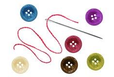 Teclas e agulha sewing brilhantes com linha Fotografia de Stock Royalty Free