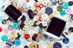 Teclas e linha Sewing Imagens de Stock