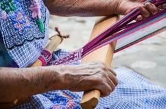 Tecnica di tessitura, Jalietza, Oaxaca, Messico 18 maggio 2015 Immagini Stock Libere da Diritti