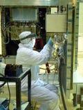 Tecnico del locale senza polvere del laboratorio Fotografie Stock Libere da Diritti