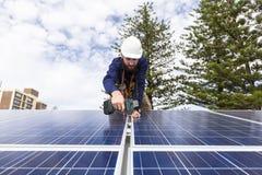 Tecnico del pannello solare Fotografia Stock Libera da Diritti