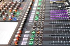 Tecnico del suono all'evento in tensione fotografia stock libera da diritti