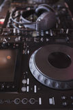 Tecnico del suono della piattaforma girevole del DJ Immagini Stock
