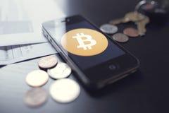 Tecnología de Bitcoin con las monedas Foto de archivo libre de regalías