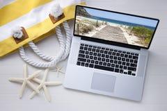 Tecnología de las vacaciones del viaje del ordenador Imagen de archivo libre de regalías