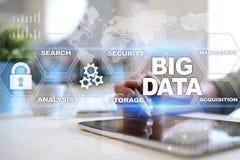 Tecnología de los datos y concepto grandes de Internet en la pantalla virtual foto de archivo
