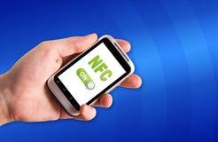 Tecnología de NFC en smartphone Imagen de archivo libre de regalías