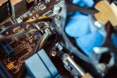 Tecnología del azul de la base de la CPU del circuito de microprocesador del tablero del ordenador Fotos de archivo libres de regalías