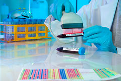 Tecnología del código de barras en cuidado médico Fotografía de archivo libre de regalías