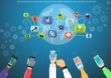 Tecnología del negocio en comunicaciones en todo el mundo incluyendo los teléfonos móviles, engranaje, mapas del mundo, diseño pl Imagen de archivo libre de regalías