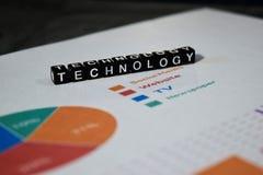 Tecnología en bloques de madera Concepto innovador de la tecnología de la evolución de la innovación imágenes de archivo libres de regalías