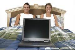 Tecnología en cama Foto de archivo