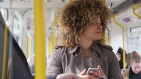 Tecnología en el tren almacen de metraje de vídeo