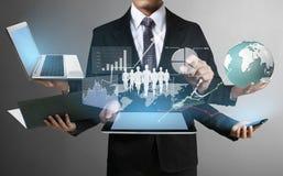 Tecnología en las manos de hombres de negocios imagen de archivo libre de regalías