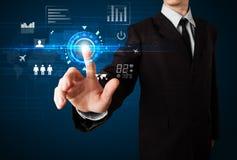Tecnología futura conmovedora del web del hombre de negocios Foto de archivo libre de regalías