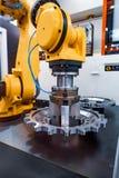 Tecnología industrial moderna del brazo robótico Producción automatizada c foto de archivo