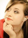 Tecnología, música - muchacha adolescente en auriculares Fotografía de archivo libre de regalías