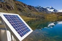 Tecnología solar en las montan@as Fotografía de archivo libre de regalías