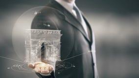 Tecnologías de la señal disponible de Holding del hombre de negocios de Arc de Triomphe Francia nuevas almacen de metraje de vídeo