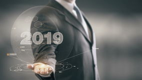 Tecnologías disponibles 2019 de Holding del hombre de negocios nuevas Imágenes de archivo libres de regalías