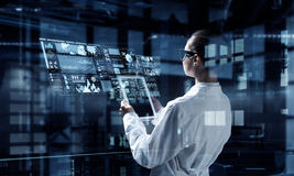 Tecnologías innovadoras en ciencia y medicina Técnicas mixtas Foto de archivo